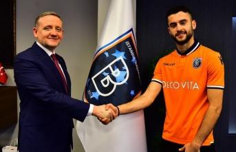 Başakşehir Bayburtlu futbolcuyla profesyonel sözleşme imzaladı