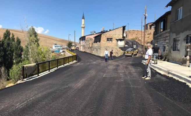 Köy İçi Asfalt Çalışmaları Devam Ediyor