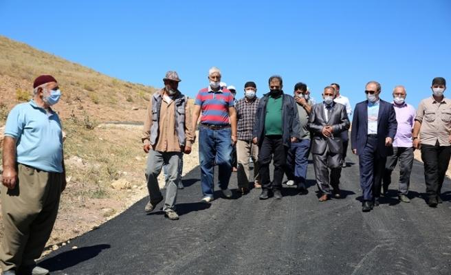Manas Köyü Tarihinde İlk Defa Köy İçi Asfalt Çalışması Yapıldı
