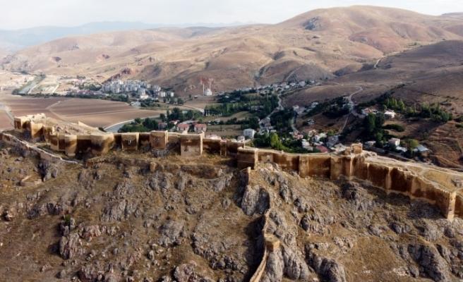 Bayburt Kalesi, geçmişteki çinili görüntüsüne kavuşuyor
