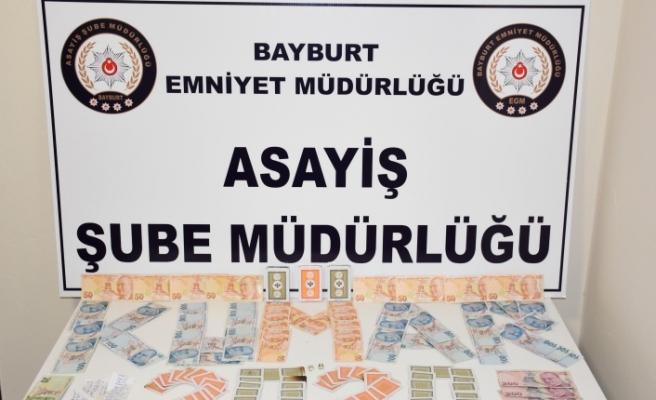 Polis, Teras kat 'da Kumar Oynayanları Yakaladı!