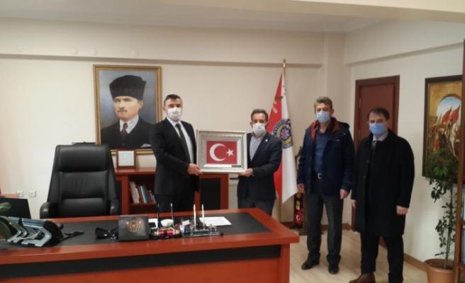 Milletimi Omzunda Taşıyan Onurlu Türk  Polisimin Yanındayım