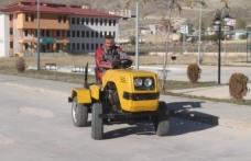 Lise öğrencileri hurdalardan mini traktör imal etti