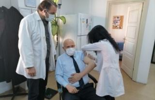 Başkan Pekmezci Covid-19 Aşısının İlk Dozunu...