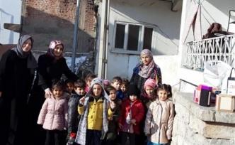 Afgan aileye miniklerden yardım