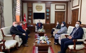 Milletvekilleri Derya Bakbak İle Semiha Ekinci, Vali Cüneyt Epcim'i Ziyaret Etti