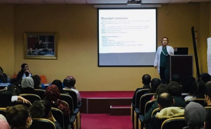 Sağlık çalışanlarına corona virüs eğitimi verildi