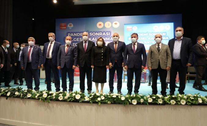 Başkan Pekmezci Pandemi Sonrası Bölgesel Kalkınma Toplantısına Katıldı